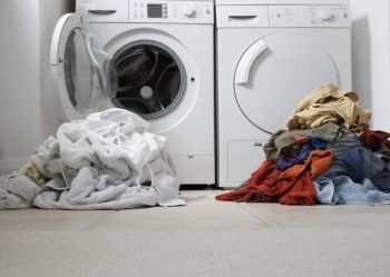one-coloured-one-white-pile-of-washing-82567372-59b5d1856f53ba0011039676